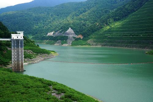しゃくなげ湖(三国川ダム湖)
